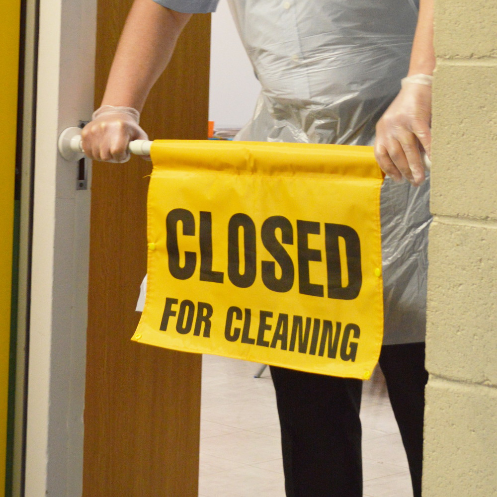 SYR-Extendable-Hanging-Door-Sign:-CLOSED-FOR-CLEANING